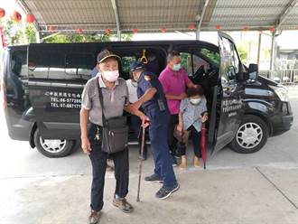 專車來回1.5小時接送 台南南化偏鄉關山里3位長輩接種疫苗