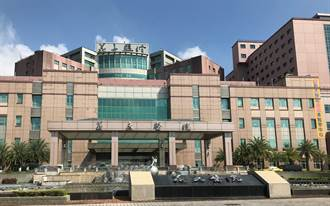 六龜警員打AZ疫苗後送醫 義大醫院診斷為腦出血