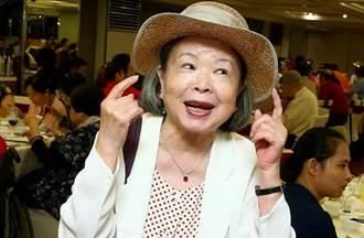 獨/84歲梅芳重摔動刀未癒不敢打疫苗 嘆政府疫苗太晚買