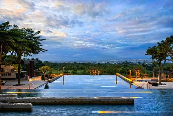 戶外野天風呂除泳池外,也設置有溫泉池、溫泉魚足湯。(圖片提供:礁溪老爺酒店)