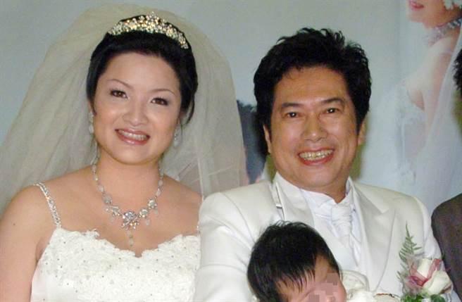 長青(右)昨因心臟宿疾過世。(圖/中時資料照片)