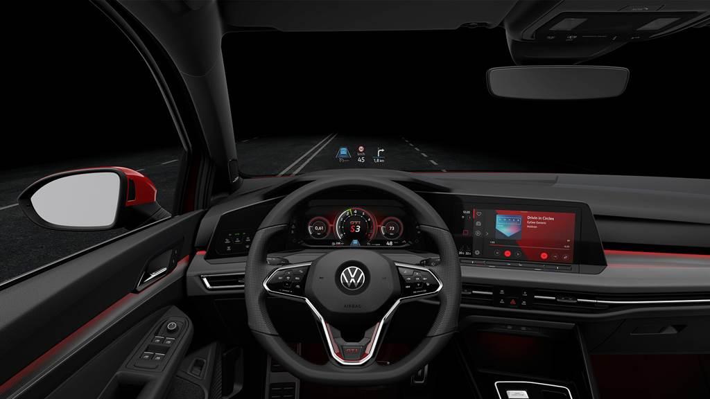 Golf 8 GTI擁有10.25 吋GTI專屬全邏輯數位化儀表及全新10 吋多媒體鏡面觸控主機(MIB 3)。