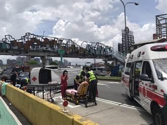 台中救護車遭撞翻橫躺台灣大道 病患護士全送醫