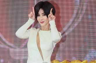 陳美鳳曬毛孩撒嬌照 意外曝64歲真實膚況網傻眼
