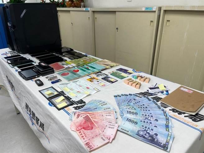 警方查扣到現金4萬元2200元、電腦主機、USB隨身碟、行動電話16支、人頭存摺11本、銀行U盾等贓證物。(翻攝照片/林郁平台北傳真)