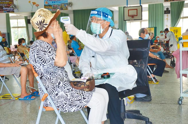 南投縣長輩接種疫苗第二波19日開打,將透過村里長通知。(南投縣政府提供/廖志晃南投傳真)