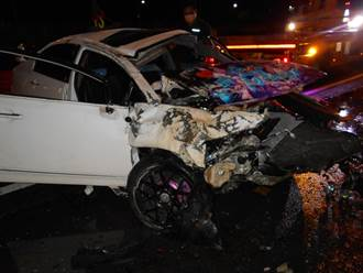 駕駛疑行駛國道積水處「打水漂」失控撞護欄女乘客當場死亡