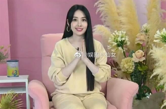 郭碧婷在節目中穿著輕鬆的運動套裝,被少數網友認為看起來太廉價。(圖/ 摘自微博)