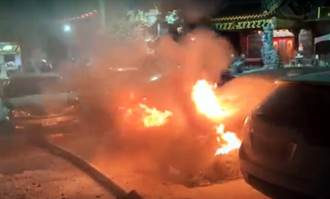 台東宮廟前暗夜火燒車 幸無人傷亡