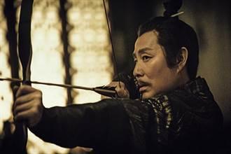 「皇帝專業戶」陳道明《慶餘年》再登帝位 暖心指導張若昀康熙上身