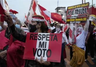 秘魯總統大選結果膠著 左右派人馬都上街抗議