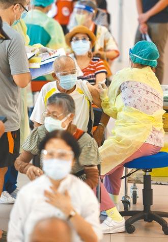 打疫苗拖太久 柯嘆台灣排20億人後