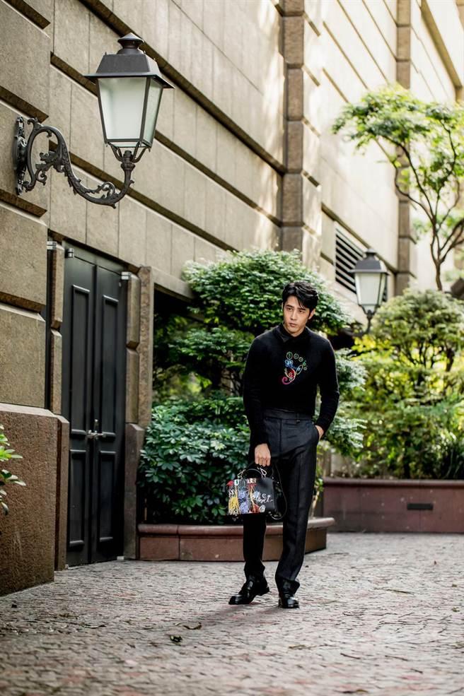 胡宇威搶先穿搭7月底上市的秋冬21新裝。(FENDI提供)