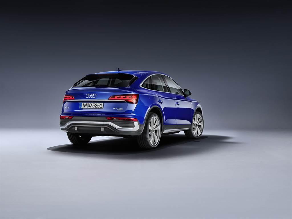 從頭燈線條延伸貫穿整體車側的流線身形,收尾至C柱斜背的優美曲線,力與美的結合成就Audi Q5 Sportback剛柔兼具的魅力。