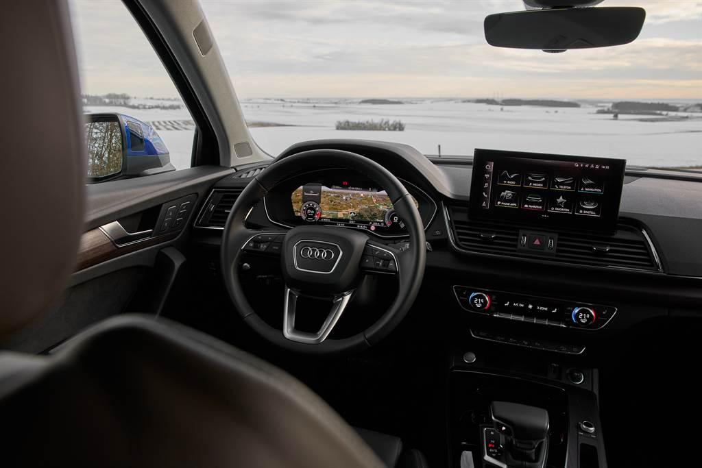內裝採用Audi數位化座艙設計,標配12.3吋數位儀表與10.1吋MMI觸控螢幕。