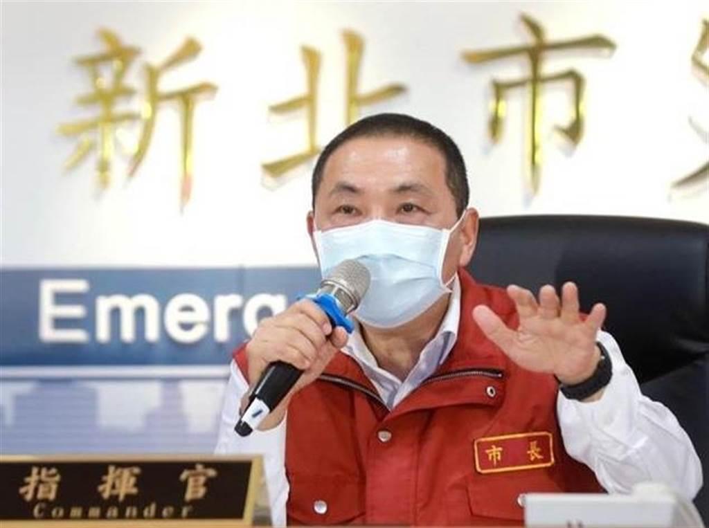 新北市長侯友宜今提出「阻絕於境外、管控於境內」,呼籲阻絕境外的措施一定要更嚴格,將病毒攔截。(圖/新北市府提供)