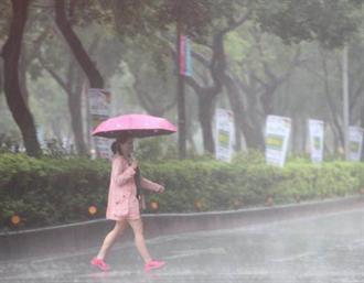 今天只是前菜 明起梅雨鋒+西南風夾擊 這2天雨最猛