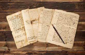 老夫婦沙發後挖出泛黃紙張 打開一看竟是1969年預言信