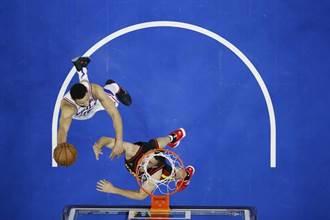 NBA》西蒙斯真的適合打控衛?七六人教頭信心動搖