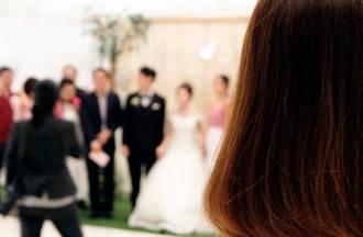 閨密穿她婚紗揪新郎激戰 新娘慘穿原味戰袍崩潰了