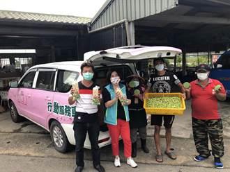 賴惠員出動自家行動服務車 揪企業認購蓮子助蓮農