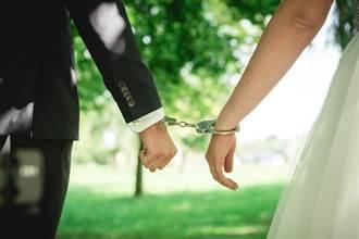 情侶銬在一起123天挽救感情 破世界紀錄後結局超意外