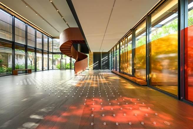 陸府植深館採線上預約密賞方式,帶民眾實際走覽最新展覽「事物的方法學」。(圖/陸府)