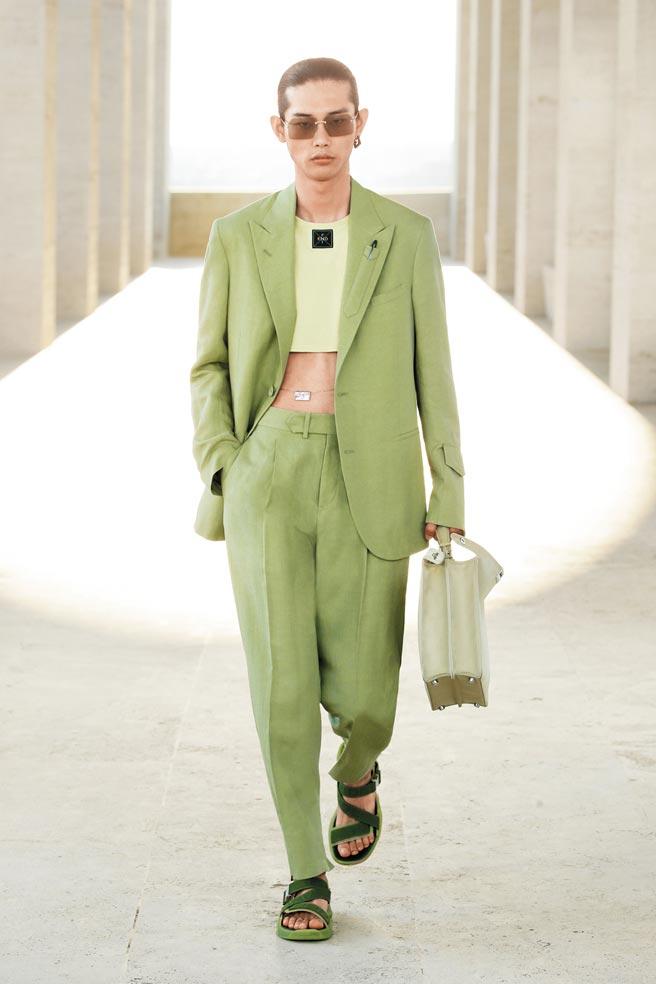 FENDI 2022年春夏男裝系列,半截式輪廓超吸睛。(FENDI提供)