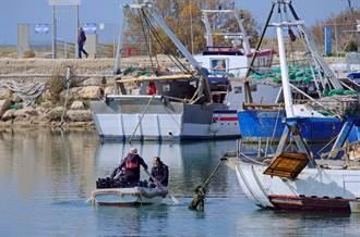 港口釣魚驚見全裸女浮屍嚇壞 警消打撈後一看臉綠了