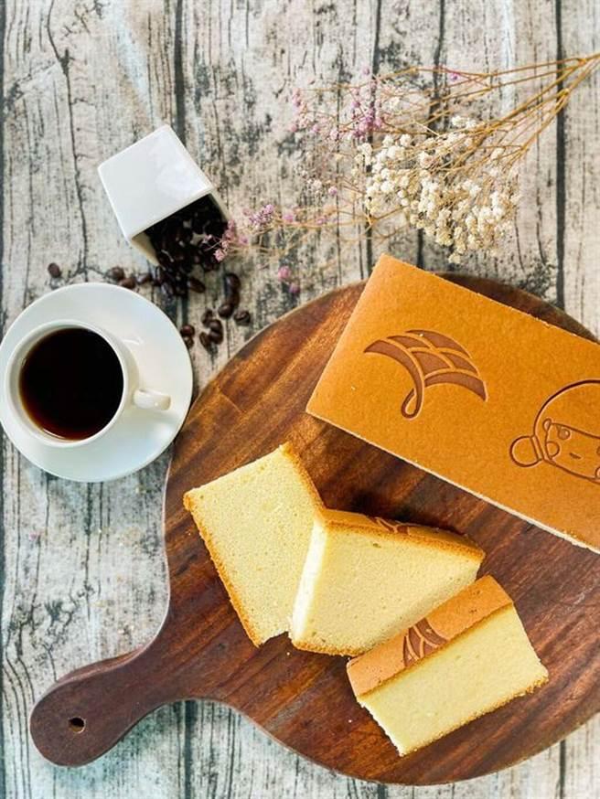 ▲福容大飯店福隆推出海邊職人點心房經典之作《蜂蜜蛋糕》。 圖:福容大飯店福隆╱提供
