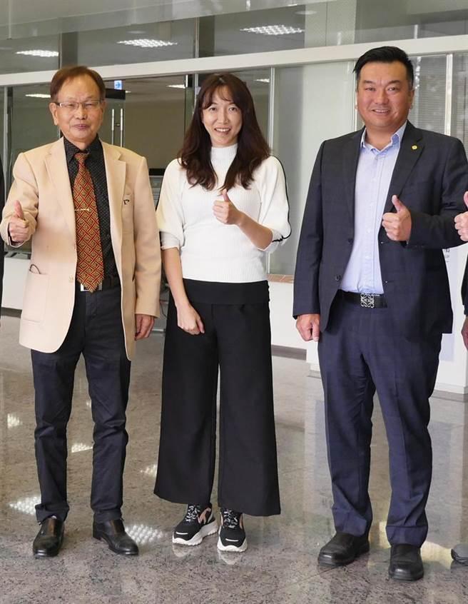 程泰集團董事長楊德華(左)、楊德華長女楊舒涵(中)、楊舒涵胞兄楊丞鈞(右)。(圖/程泰集團提供)