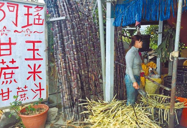 台9線關山段以往有不少越南籍新住民擺攤賣甘蔗、玉米,現在只剩3家在苦撐。(民眾提供/莊哲權台東傳真)