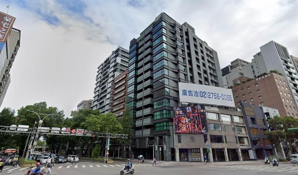 北市中山北路二段豪宅「中山富御」又出現賠售交易。(翻攝自Google街景)
