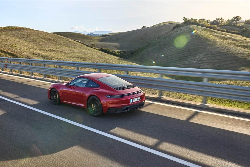 新一代車款正式發表—性能更強、獨特視覺感再進化,並具備更優異的駕馭感受。