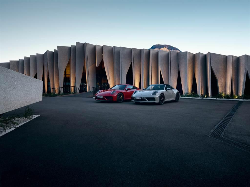 所有911 GTS車款皆採用了 Sport Design造型外觀套件,前、後與側門檻也以獨特飾條裝飾。