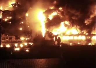 台中塑膠加工廠凌晨起火濃煙沖天 9名移工受困獲救