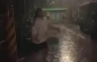 三級警戒悶壞了?單身妹雨中哭喊求愛 網見影片笑翻