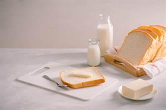 一天兩餐都吃麵包加牛奶 男大生4個月後慘洗腎