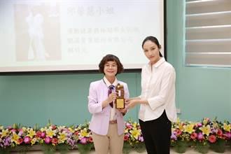 邱馨慧獲頒高雄大學傑出校友 勉勵學弟妹專心致志