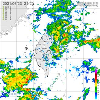 周四依然有雨 鋒面結構變了 薔琵颱風對台影響曝光