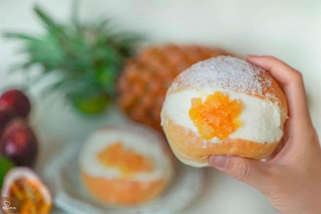 熱帶果漾生乳包。 圖:奧瑪烘焙╱提供