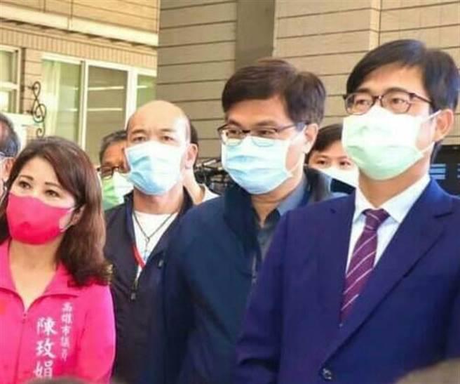 高市議員陳玫娟(左)接獲爆料,位在左營、楠梓一帶的某診所,上周有天施打疫苗還剩6劑,通報衛生局卻毫無作為。(陳玫娟提供)