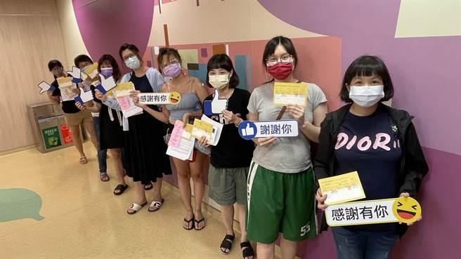 亞大醫院今天開放孕婦接種疫苗,並安排專人協助衛教。(亞大醫院提供/林欣儀台中傳真)