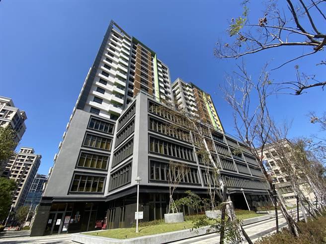 因應疫情,桃園市住宅發展處宣布3個社會住宅下個月起連3月減租2成,總計984戶受惠,約減收464萬餘元。(蔡依珍攝)