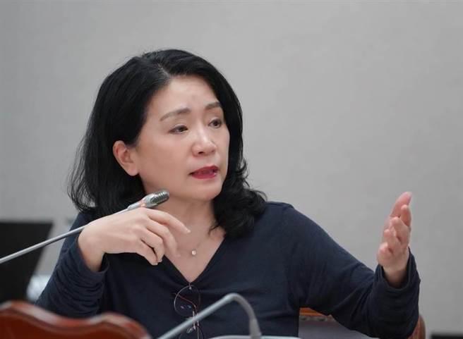 國民黨立委李貴敏她呼籲政府進口疫苗別再找藉口拖延。(取自李貴敏臉書)
