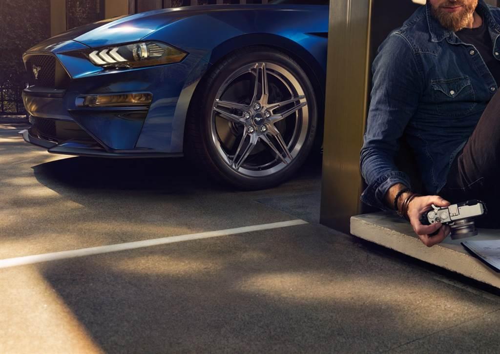 GT Premium車型標配GT性能套件,其19吋高光澤鍛造鋁圈,以密度高、剛性強、重量輕的特性,大幅提升車輛性能。