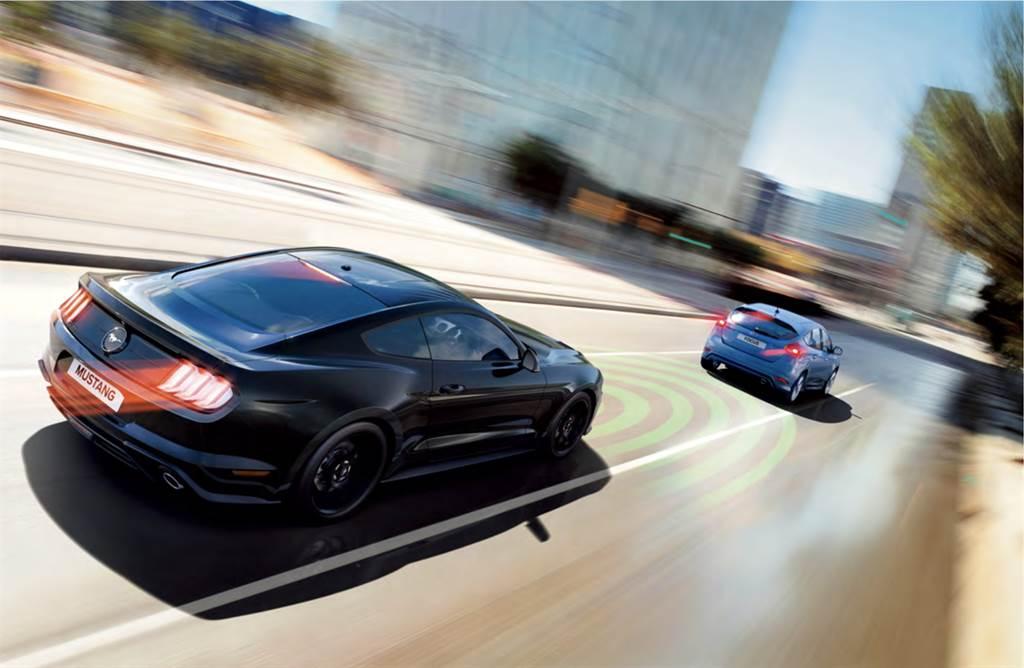 21年式Mustang配備多項主動式安全科技,其中包含Pre-Collision Assist前向警示輔助煞停系統、ACC主動式定速巡航系統...等功能。