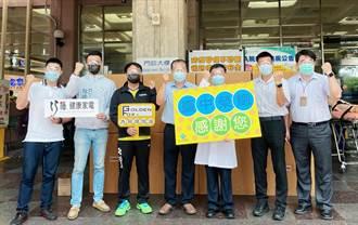 挺台中榮總醫護 謝志忠牽線捐1600個防護面罩