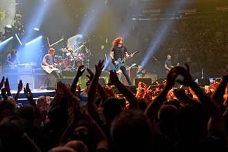 疫情後紐約首開唱 美搖滾樂團與2萬名「疫苗接種」粉絲近距離同歡