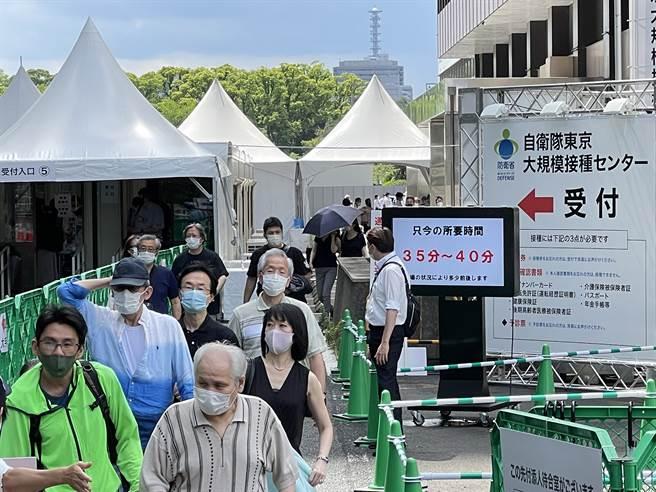 日本朝日新聞報導,截至本月16日,各市區町村施打2019冠狀病毒疾病(COVID-19,武漢肺炎)疫苗共約2330萬劑,累計發生139件失誤。(圖/中央社)